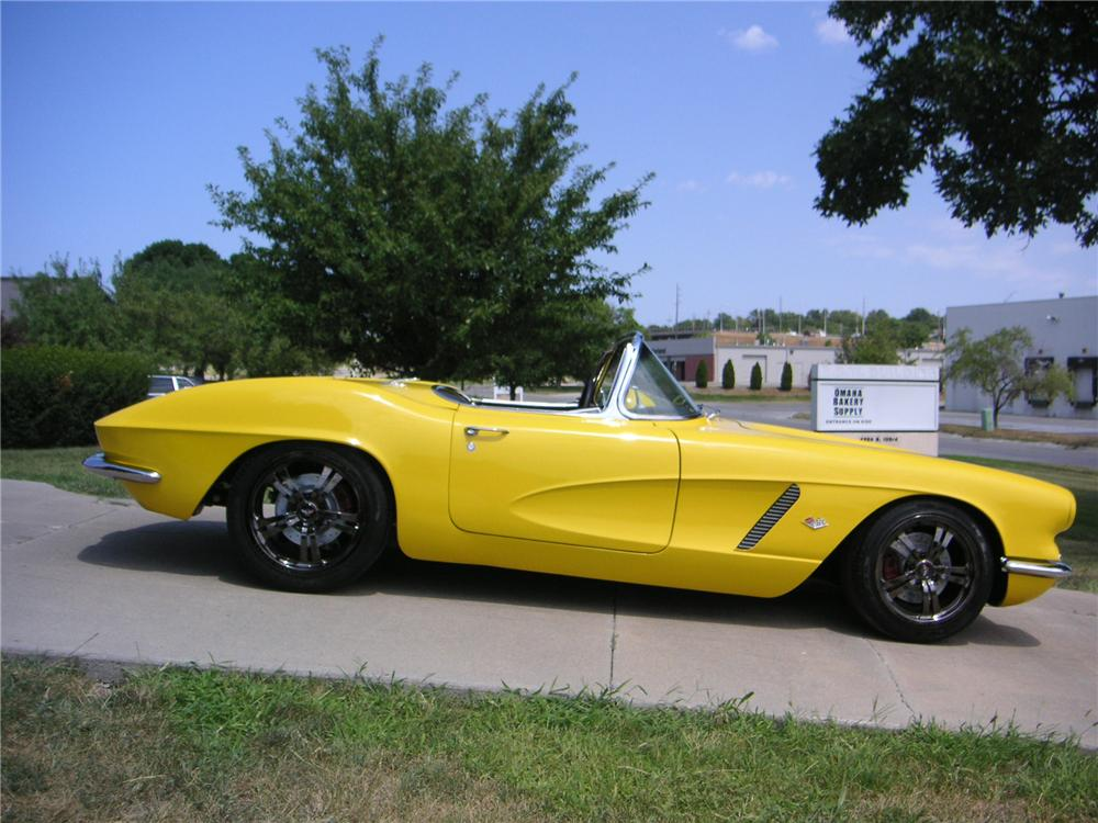 1962 CHEVROLET CORVETTE CUSTOM CONVERTIBLE - Side Profile - 132765