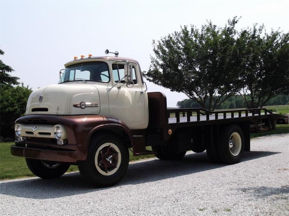 1956 FORD C800 FLATBED TOW TRUCK - Front 3/4 - 132772