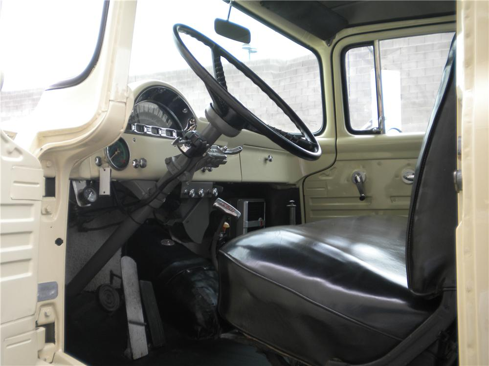 1956 FORD C800 FLATBED TOW TRUCK - Interior - 132772