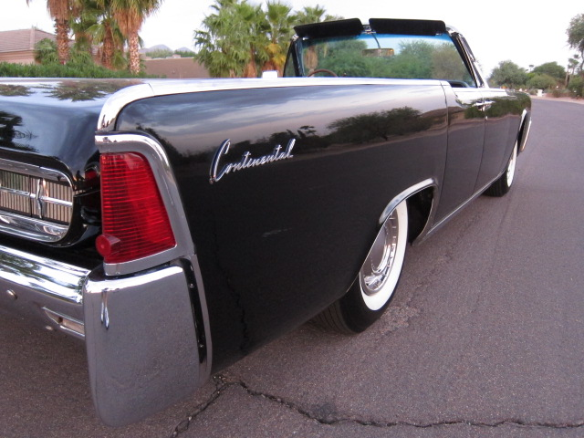 1962 LINCOLN CONTINENTAL CONVERTIBLE - Rear 3/4 - 132792