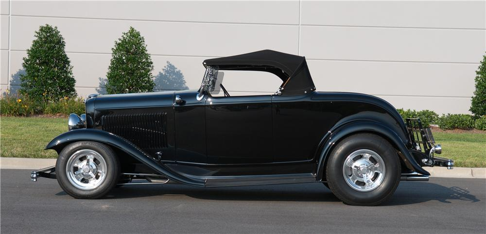 1932 FORD CUSTOM ROADSTER - Side Profile - 132850
