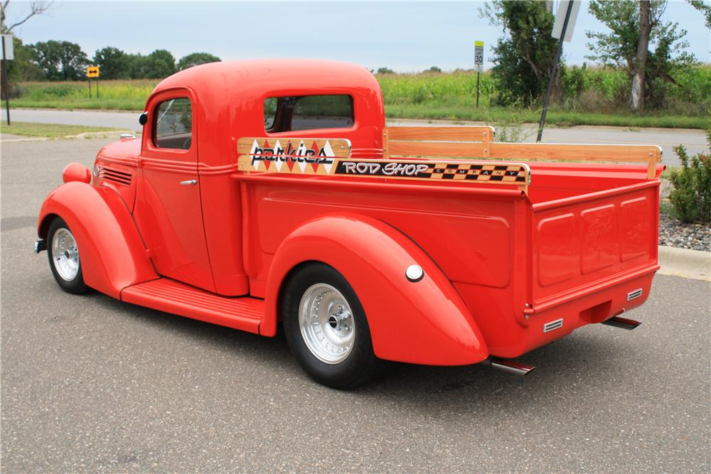 1939 FORD CUSTOM PICKUP - Rear 3/4 - 132885