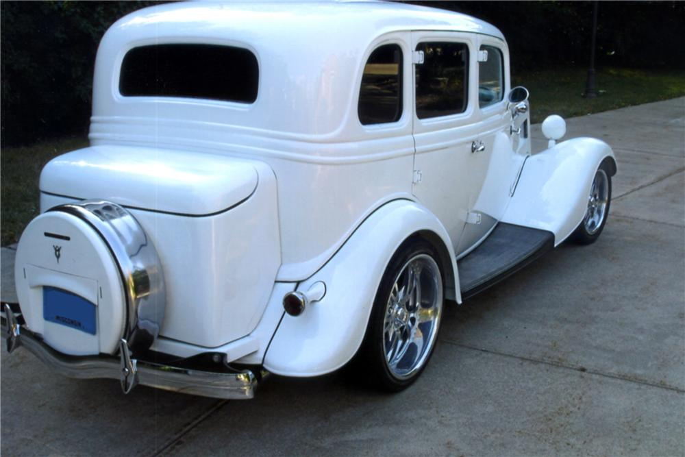 1934 FORD FORDOR DELUXE CUSTOM - Rear 3/4 - 132912