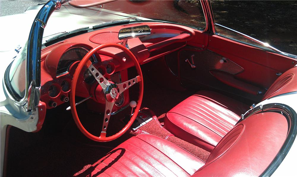 1960 CHEVROLET CORVETTE CONVERTIBLE - Interior - 132916
