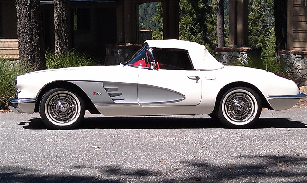 1960 CHEVROLET CORVETTE CONVERTIBLE - Side Profile - 132916