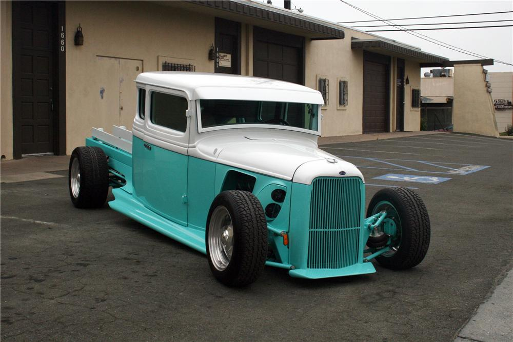 1933 FORD CUSTOM PICKUP - Front 3/4 - 132935
