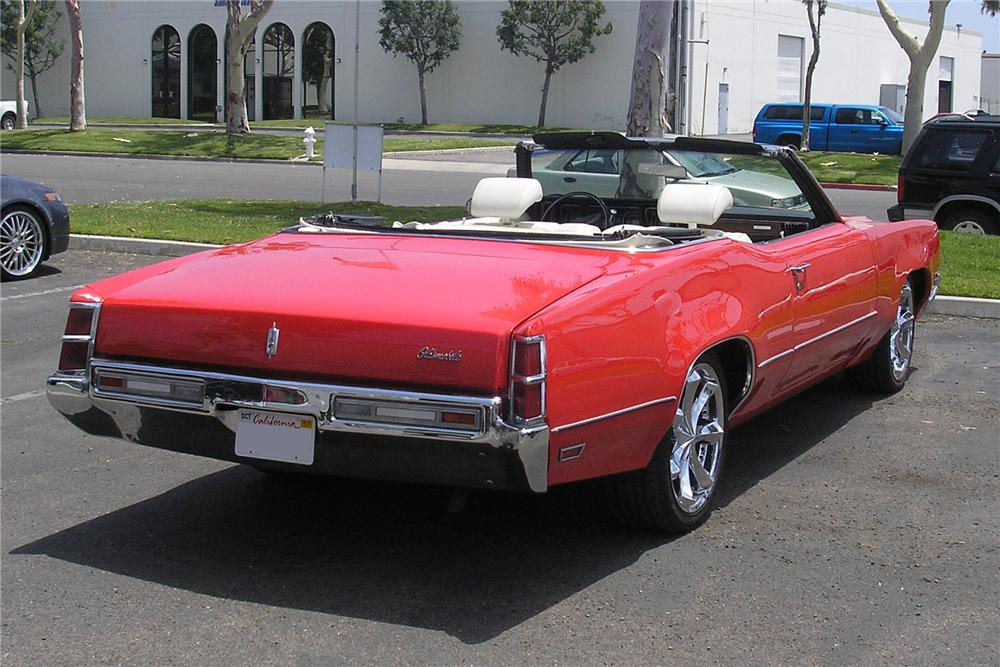 1970 OLDSMOBILE DELTA 88 CONVERTIBLE - Rear 3/4 - 132948