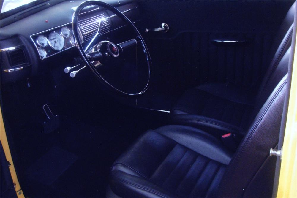 1940 FORD CUSTOM 2 DOOR SEDAN - Interior - 132978