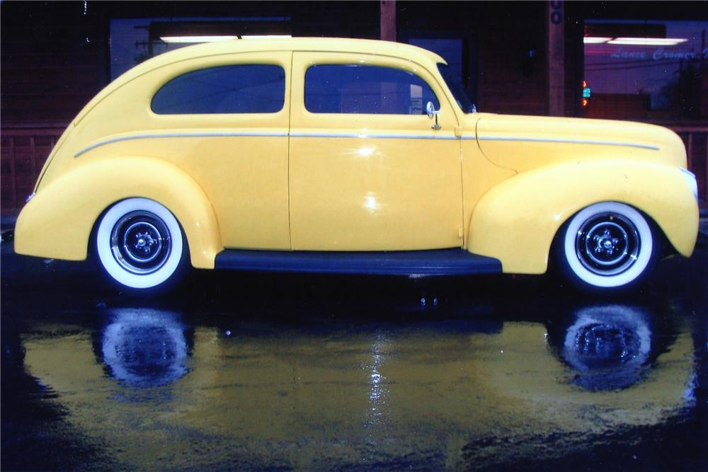 1940 FORD CUSTOM 2 DOOR SEDAN - Side Profile - 132978