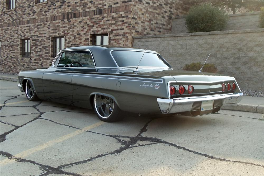 1962 CHEVROLET IMPALA SS CUSTOM 2 DOOR COUPE - Rear 3/4 - 132986