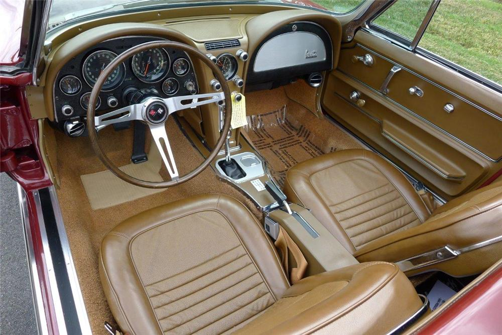 1967 CHEVROLET CORVETTE CONVERTIBLE - Interior - 133016