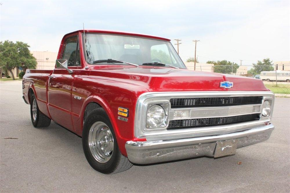 1970 CHEVROLET C-10 CUSTOM PICKUP - Front 3/4 - 133057