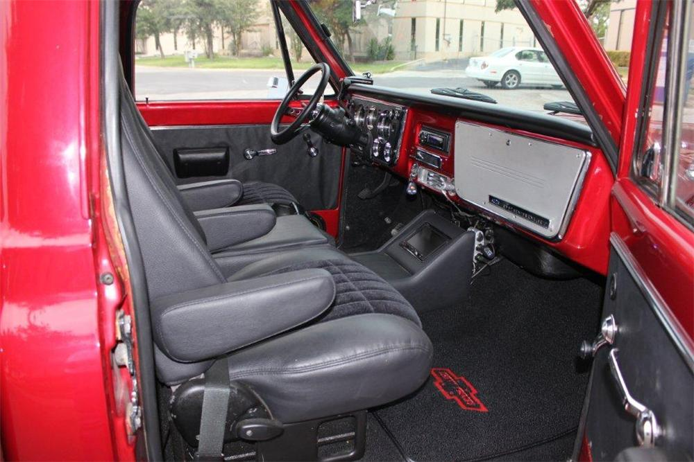 1970 CHEVROLET C-10 CUSTOM PICKUP - Interior - 133057