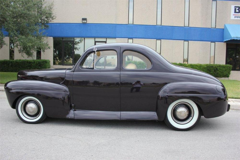 1941 FORD CUSTOM 2 DOOR COUPE - Front 3/4 - 133064