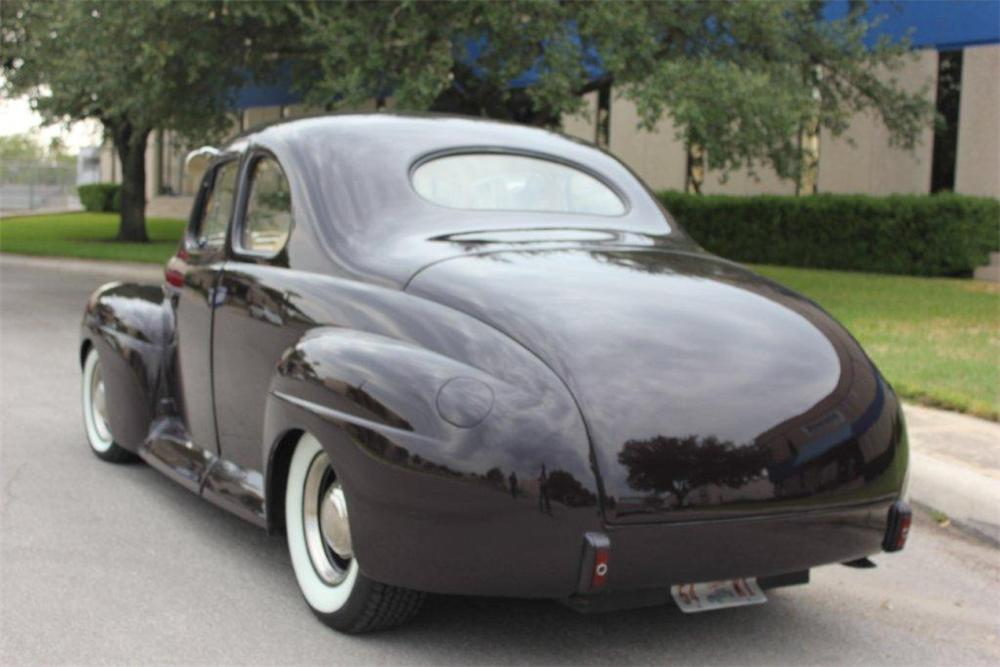 1941 FORD CUSTOM 2 DOOR COUPE - Rear 3/4 - 133064