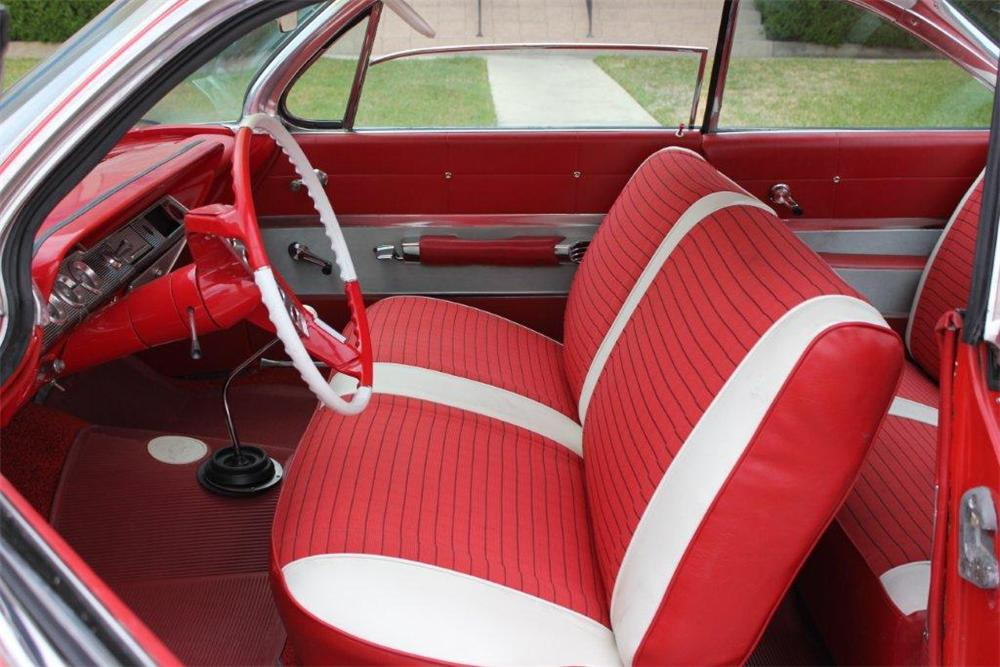 1961 CHEVROLET IMPALA CUSTOM 2 DOOR HARDTOP - Interior - 133066