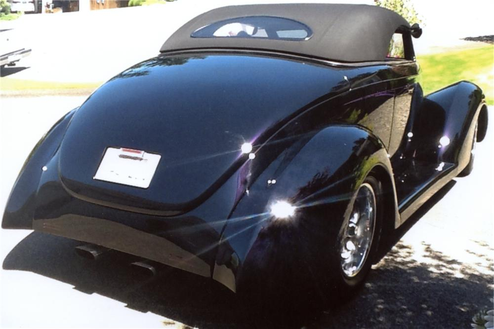 1939 FORD CUSTOM CABRIOLET - Rear 3/4 - 133131