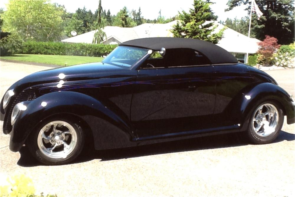 1939 FORD CUSTOM CABRIOLET - Side Profile - 133131