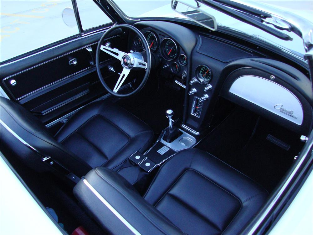 1965 CHEVROLET CORVETTE CONVERTIBLE - Interior - 133144