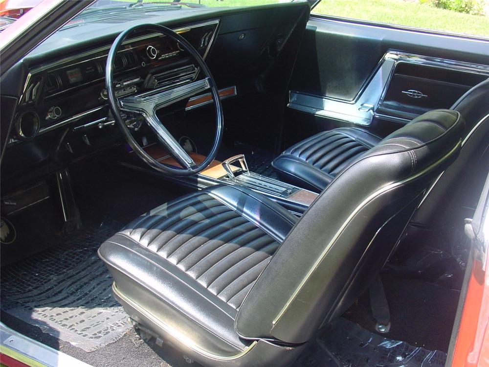 1966 BUICK RIVIERA 2 DOOR COUPE - Interior - 133154