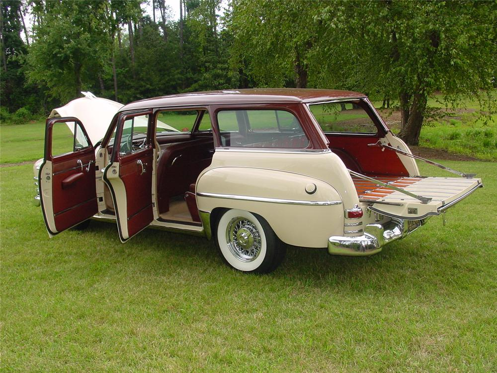 1953 CHRYSLER TOWN & COUNTRY 4 DOOR WAGON - Side Profile - 133157