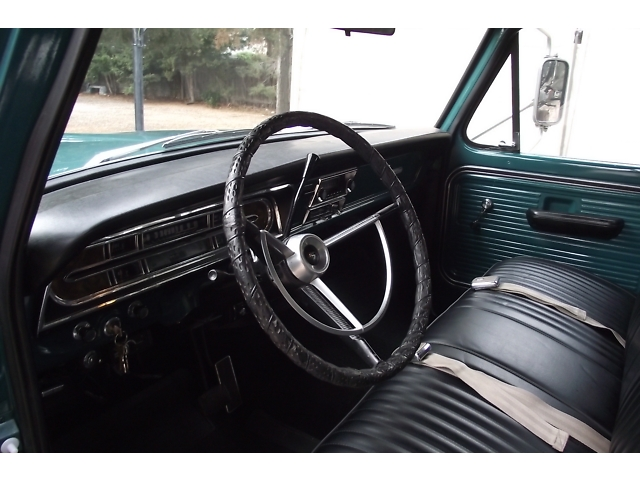1968 FORD F-250 PICKUP - Interior - 133175