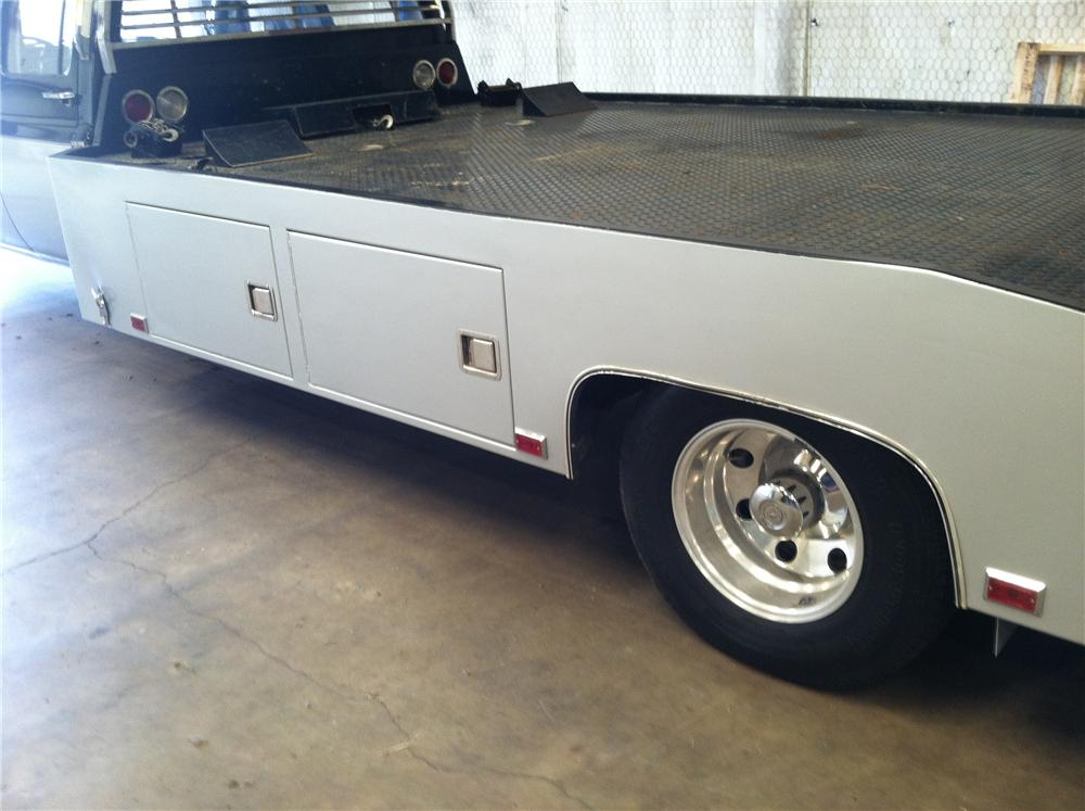 1990 CHEVROLET CUSTOM CAR HAULER - Rear 3/4 - 133192