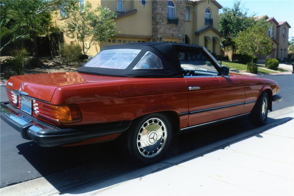 1984 MERCEDES-BENZ 380SL CONVERTIBLE - Rear 3/4 - 133499