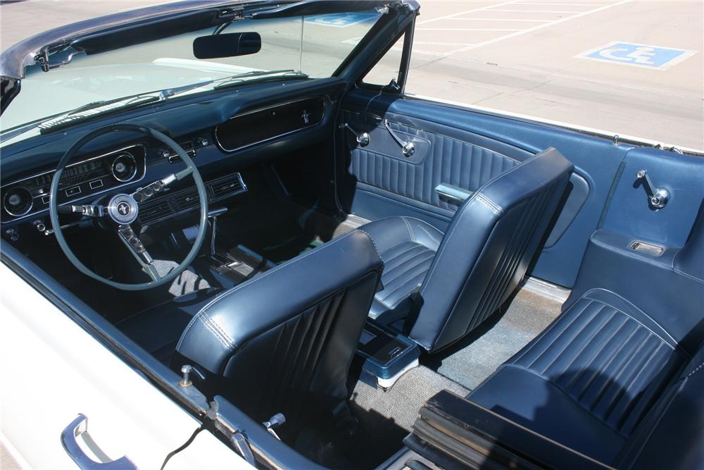 1965 FORD MUSTANG CONVERTIBLE - Interior - 133540