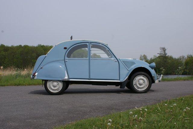 1956 CITROEN 2CV 4 DOOR SEDAN - Side Profile - 133561