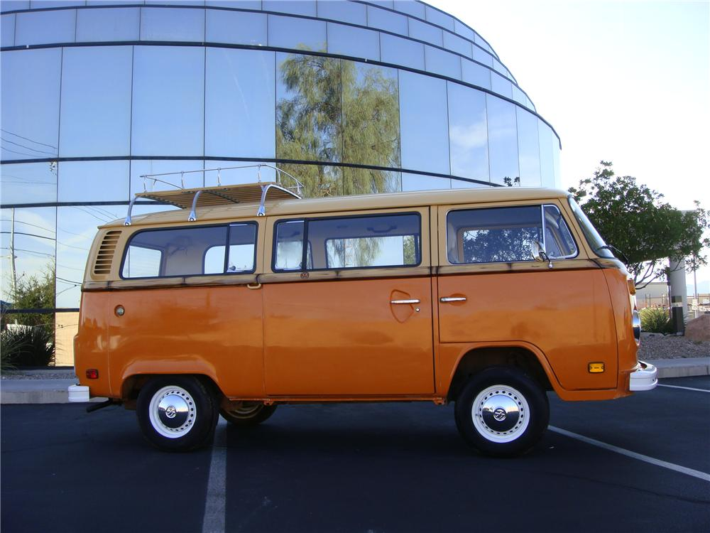 1978 VOLKSWAGEN BUS CUSTOM BAY WINDOW - Front 3/4 - 133565
