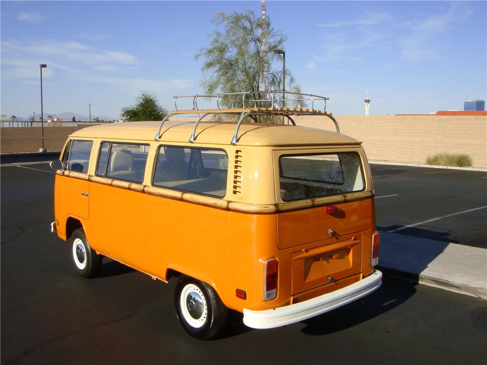 1978 VOLKSWAGEN BUS CUSTOM BAY WINDOW - Rear 3/4 - 133565