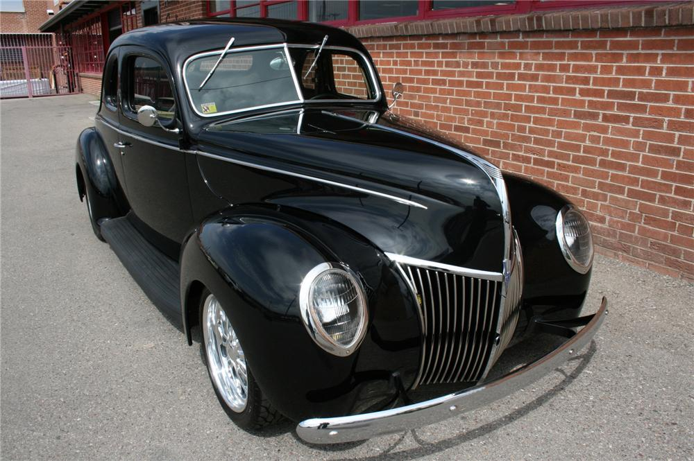 1939 FORD DELUXE CUSTOM 2 DOOR COUPE - Front 3/4 - 133582