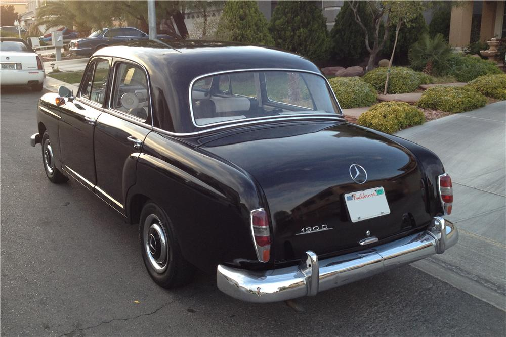 1961 MERCEDES-BENZ 190D 4 DOOR SEDAN - Rear 3/4 - 135153