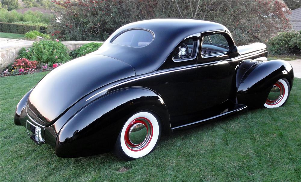 1940 FORD DELUXE CUSTOM 2 DOOR COUPE - Rear 3/4 - 137536