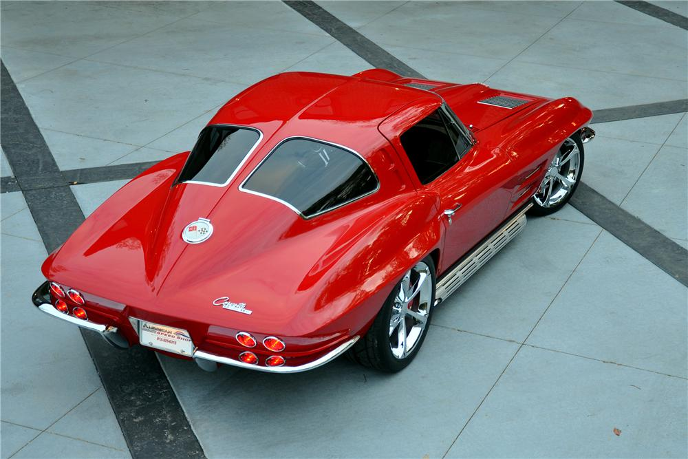 1963 CHEVROLET CORVETTE CUSTOM SPLIT WINDOW COUPE - Rear 3/4 - 137550