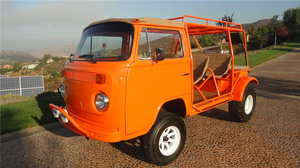 1973 VOLKSWAGEN BUS CUSTOM BEACH BUS - Front 3/4 - 137570