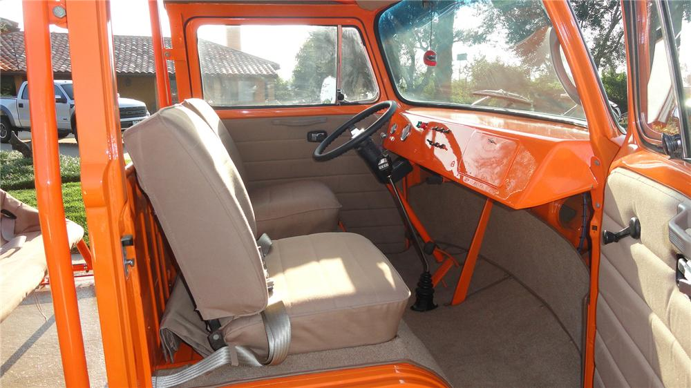 1973 VOLKSWAGEN BUS CUSTOM BEACH BUS - Interior - 137570