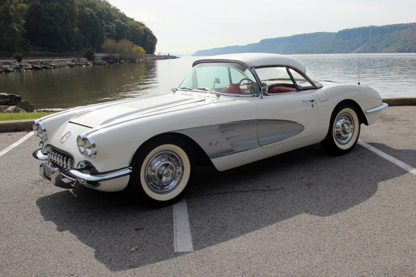 1958 CHEVROLET CORVETTE CONVERTIBLE - Front 3/4 - 137580