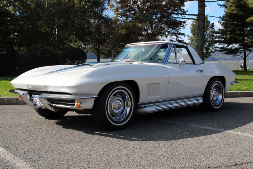1967 CHEVROLET CORVETTE CONVERTIBLE - Front 3/4 - 137581