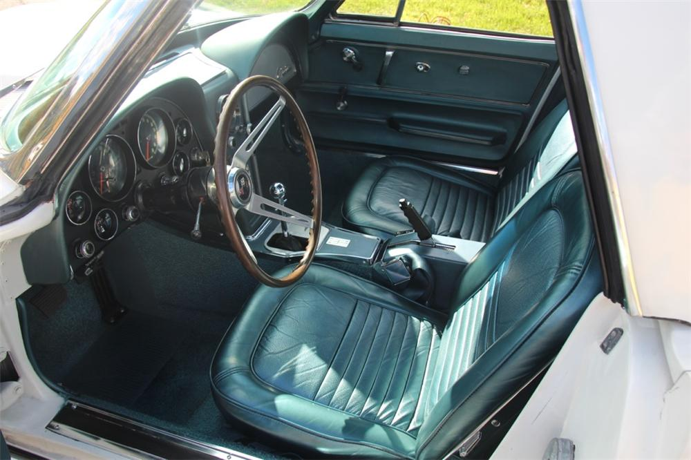 1967 CHEVROLET CORVETTE CONVERTIBLE - Interior - 137581