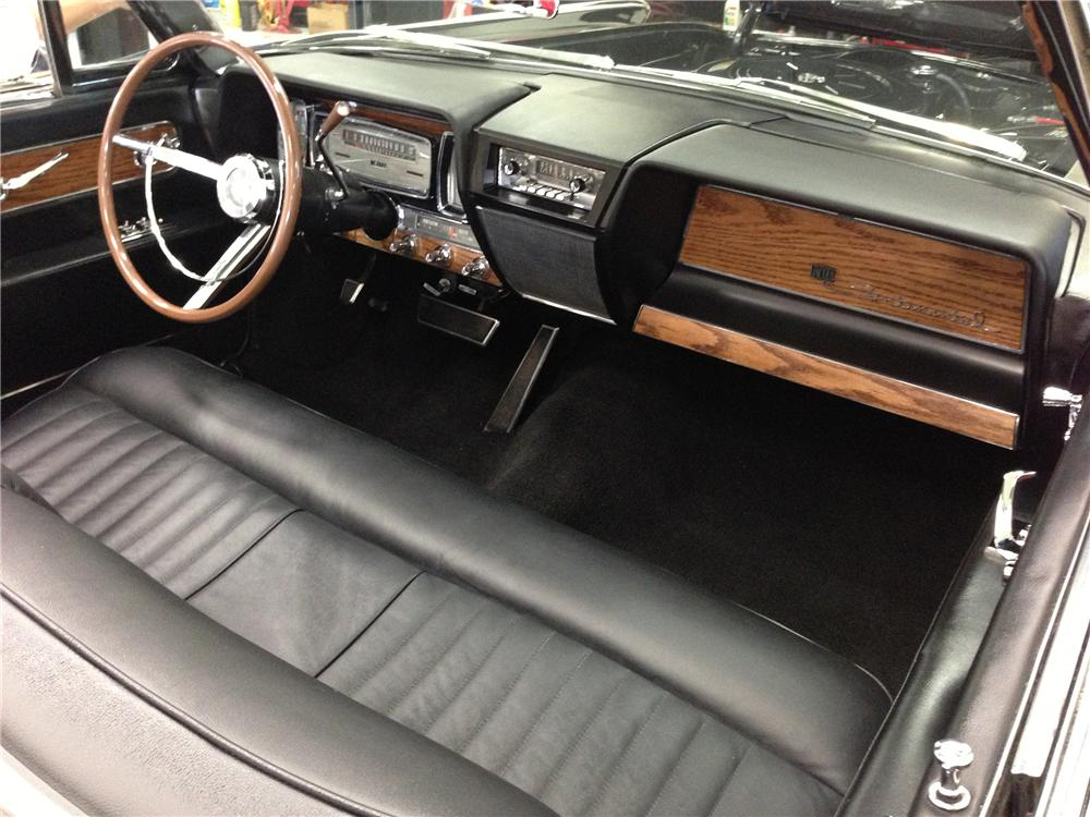 1961 LINCOLN CONTINENTAL CONVERTIBLE - Interior - 137602