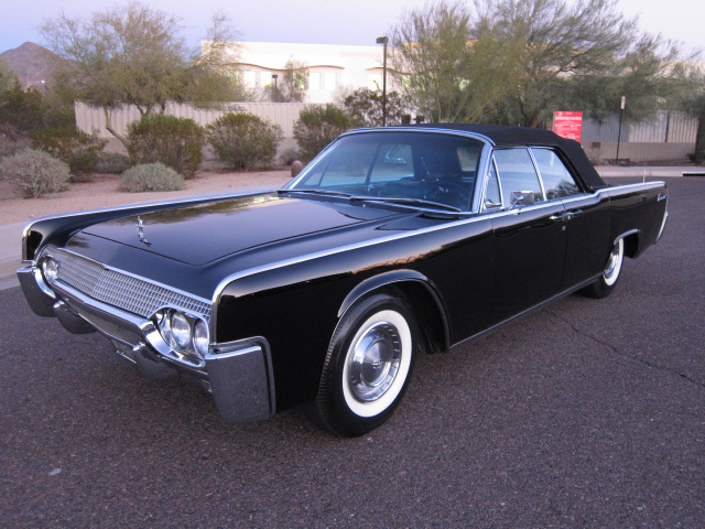 1961 LINCOLN CONTINENTAL CONVERTIBLE - Side Profile - 137602