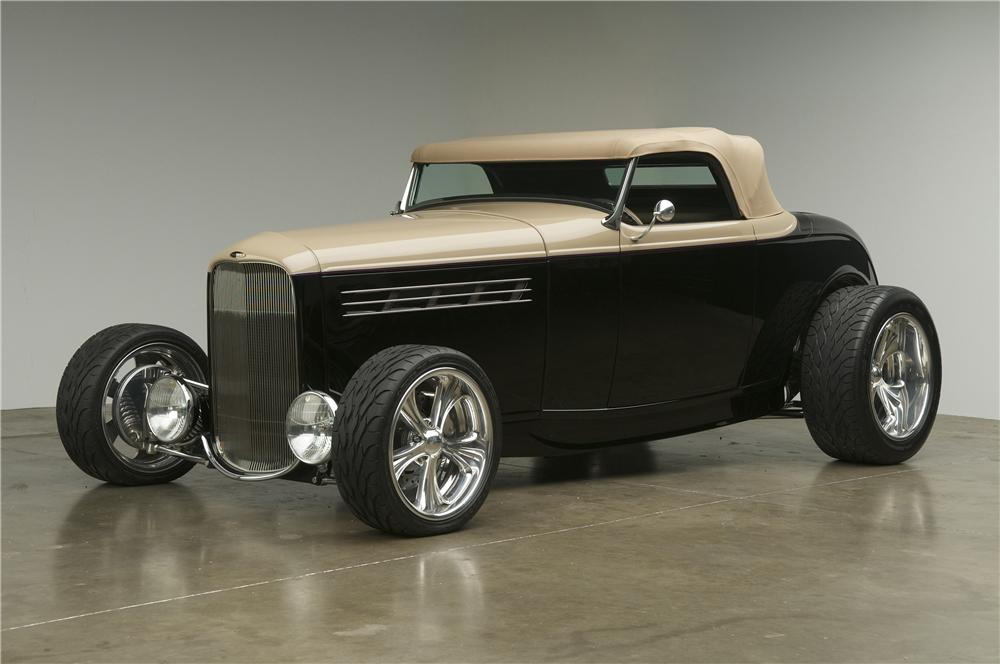 1932 FORD CUSTOM ROADSTER - Front 3/4 - 137610
