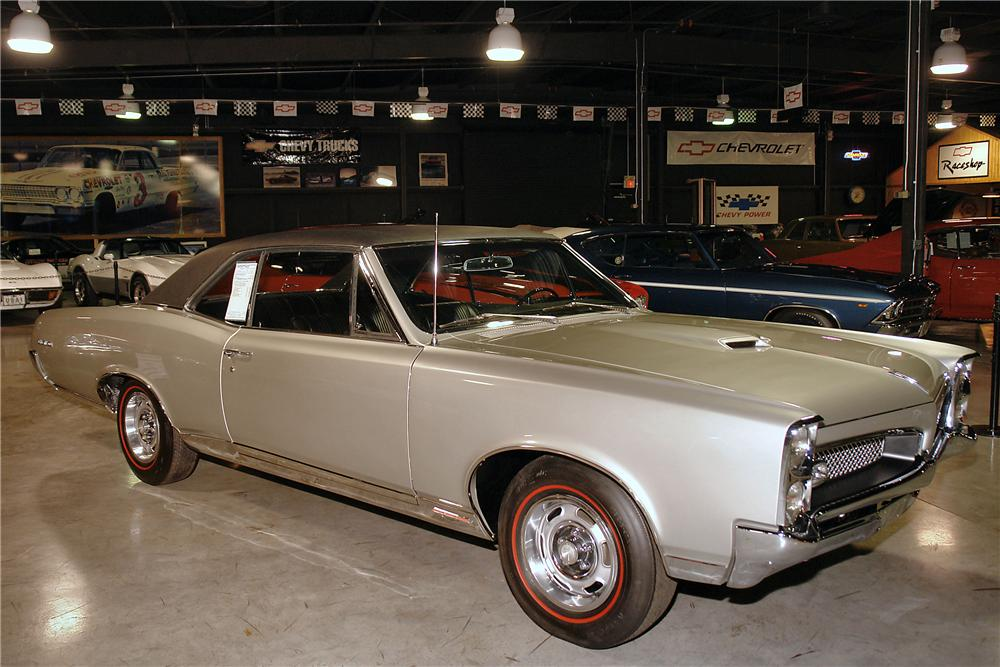 1967 PONTIAC GTO 2 DOOR HARDTOP - Side Profile - 137625