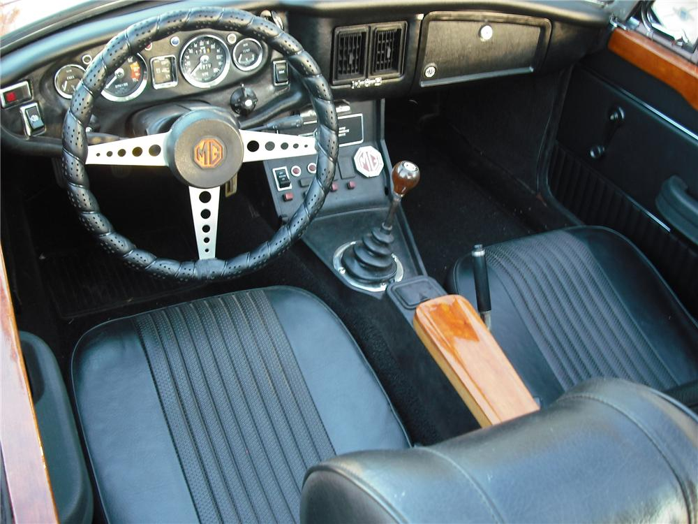 1972 MG B ROADSTER - Interior - 137649