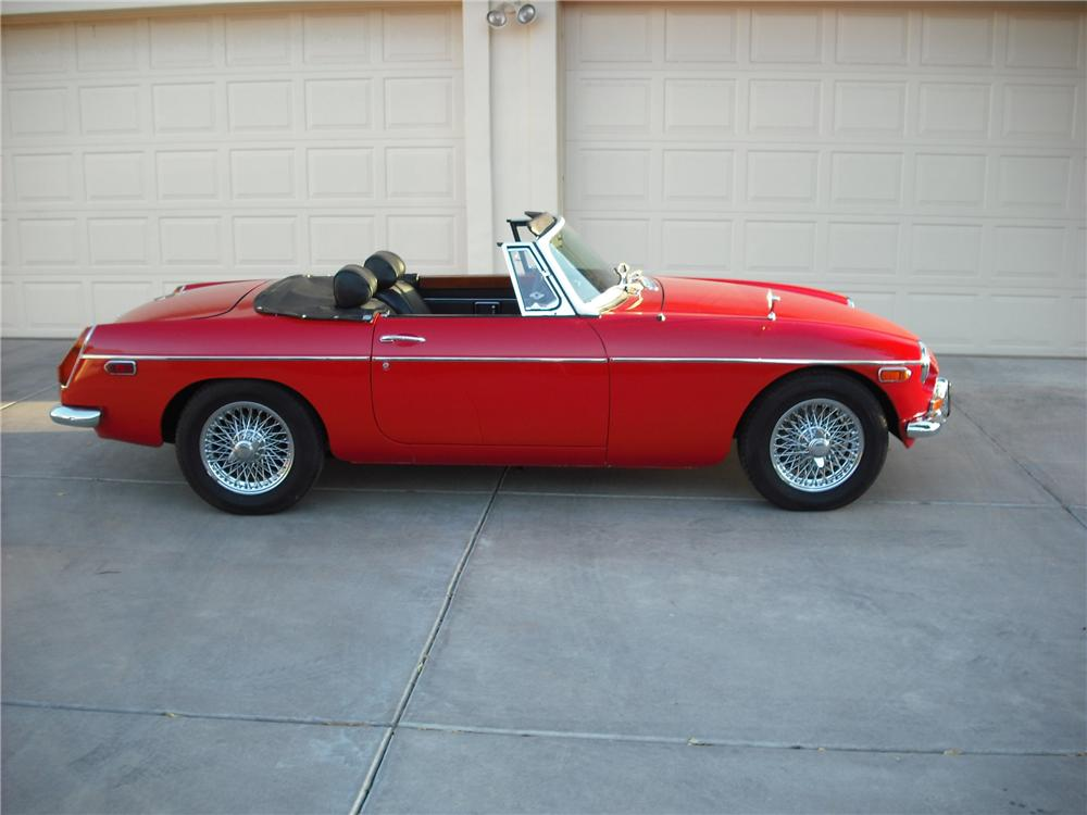 1972 MG B ROADSTER - Side Profile - 137649