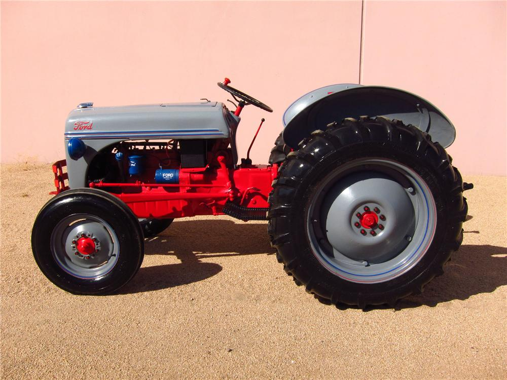 1948 FORD 8N TRACTOR - Side Profile - 137671