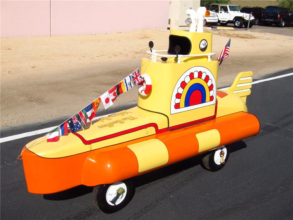 0 MOTORIZED YELLOW SUBMARINE - Front 3/4 - 137677