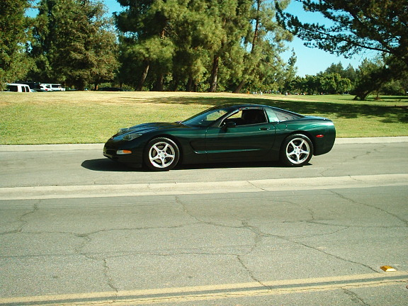 2001 CHEVROLET CORVETTE 2 DOOR COUPE - Side Profile - 137687